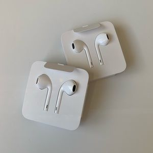 Apple EarPods with Lightning Cables (set of 2)